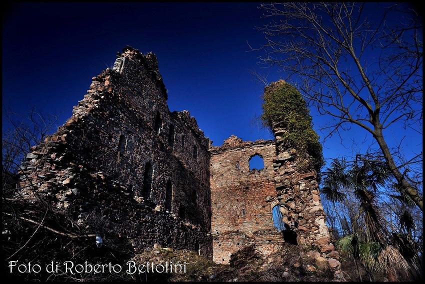 Castello di Cuasso al Monte